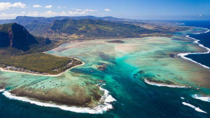 Underwater-Waterfall-Mauritius-Island
