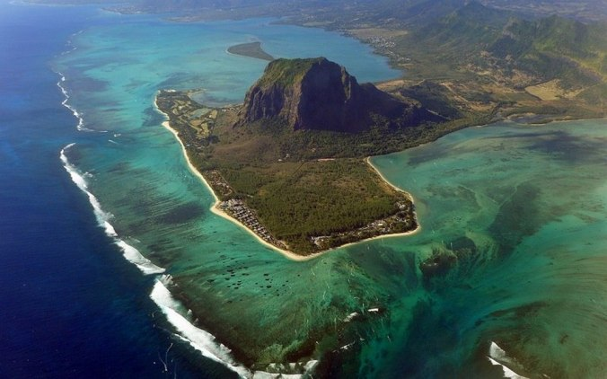 underwater-waterfall-mauritius3